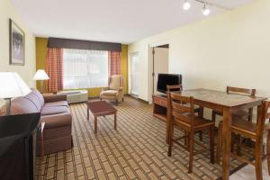 Ramada by Wyndham Asheville Southeast, Hotels  Asheville - big - 39