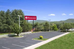 Ramada by Wyndham Asheville Southeast, Hotels  Asheville - big - 12