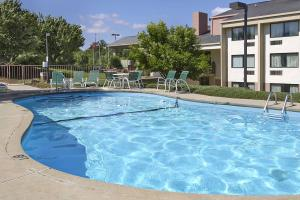 Ramada by Wyndham Asheville Southeast, Hotels  Asheville - big - 13