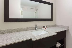 Ramada by Wyndham Asheville Southeast, Hotels  Asheville - big - 18