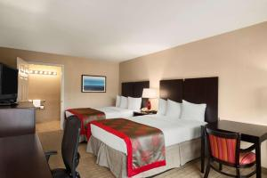Ramada by Wyndham Naples, Hotely  Naples - big - 70
