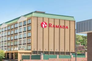 Ramada by Wyndham Cumberland Downtown - Hotel - Cumberland