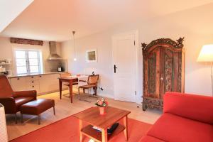 Ulenhof Appartements, Ferienwohnungen  Wenningstedt-Braderup - big - 58