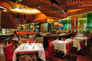 Caesars Palace Las Vegas Hotel and Casino (32 of 109)