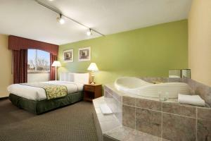 Travelodge Sturgis- Michigan, Motels  Sturgis - big - 22