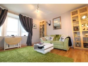 Charming, Spacious 1BR Flat for 4 in Edinburgh