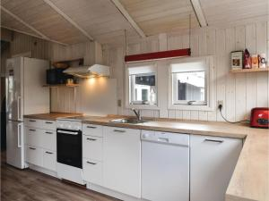 Holiday home Pøt Strandby Dnmk I, Дома для отпуска  Sønderby - big - 16
