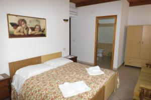 La Vecchia Montagna B&B, Bed and breakfasts  Gonnesa - big - 9