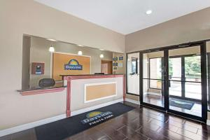 Days Inn by Wyndham San Antonio Near Fiesta Park, Hotely  San Antonio - big - 16