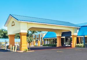 Days Inn by Wyndham Troy - Luverne