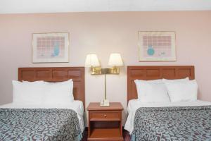Days Inn by Wyndham Liberty, Hotely  Ferndale - big - 37