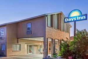 . Days Inn by Wyndham Kenedy