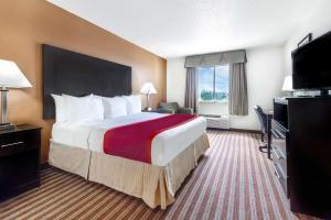 Days Inn & Suites by Wyndham Dallas