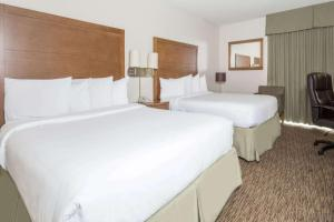 Days Hotel by Wyndham Peoria Glendale Area - Shamrock Mobile Home Park