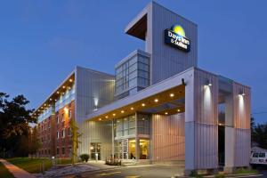 Days Inn & Suites by Wyndham Milwaukee, Szállodák  Milwaukee - big - 1