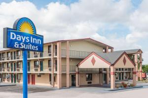 Days Inn & Suites by Wyndham S..