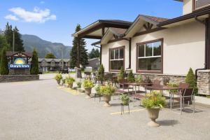 Days Inn & Suites by Wyndham Revelstoke - Hotel