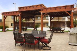 Days Inn & Suites by Wyndham Houston North-Spring - Houston