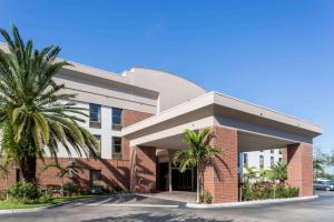 Days Inn & Suites by Wyndham Fort Myers Near JetBlue Park