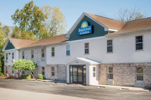 Days Inn & Suites by Wyndham S..