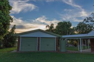 Two On Sunset, Holiday homes  Bucasia - big - 21