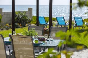 Meneou Beachfront Villa, Vily  Meneou - big - 1