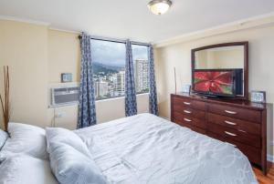 2 Bedroom Corner Suite & Tropical Views