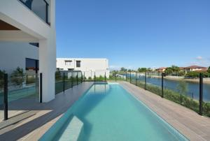 Luxury Home Mermaid Waters with Lake View - Gold Coast