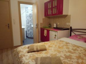 Comfortable inexpensive apartmets near metro