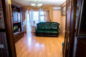 Apartment on Druzhby 105 - Volzhskiy
