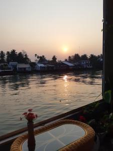 Nam Thi Holiday Home
