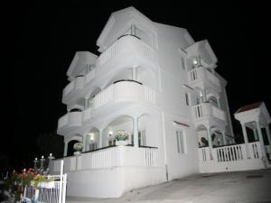 Apartments Villa Happy, Ferienwohnungen  Tivat - big - 42