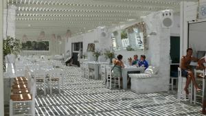 Surfing Beach Village Paros, Hotel  Santa Maria - big - 48