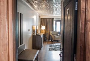 Hotel Ahdoos, Отели  Сринагар - big - 9