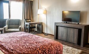 Hotel Ahdoos, Отели  Сринагар - big - 5
