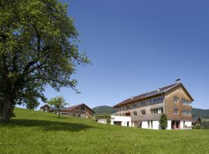 Ferienhof Schweizer, Vidéki vendégházak  Schwarzenberg im Bregenzerwald - big - 1