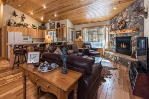 Wallowa with Western Charm Home, Дома для отпуска  Sunriver - big - 1