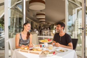Hotel Brasil, Szállodák  Milano Marittima - big - 47