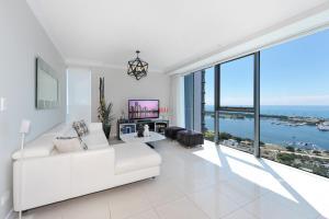 2 Bedrooms Ocean View Apartment in Gold Coast CBD