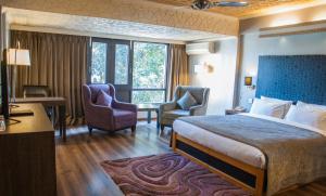 Hotel Ahdoos, Отели  Сринагар - big - 7