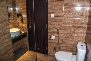 Hotel Ahdoos, Отели  Сринагар - big - 13