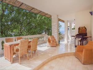 Two-Bedroom Apartment in Ischia - AbcAlberghi.com