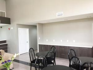 Americas Best Value Inn & Suites Mont Belvieu Houston, Motely  Eldon - big - 25