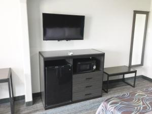 Americas Best Value Inn & Suites Mont Belvieu Houston, Motelek  Eldon - big - 10