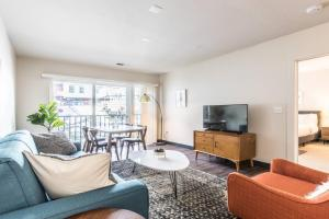 Midcentury Design in the Heart of DC - 2Bdrm+2Bath
