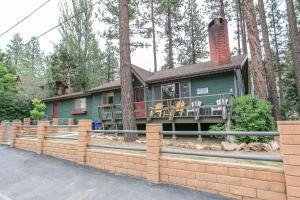 Robinson Lodge by Big Bear Cool Cabins