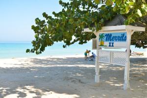 Merrils Beach Resort II, Негрил