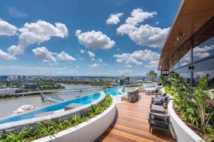 Modern Apartment in South Brisbane Infinity Pool
