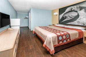 Super 8 by Wyndham Bishop, Motels  Bishop - big - 24