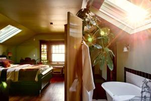 BriMar Bed and Breakfast, Отели типа «постель и завтрак»  Тофино - big - 25